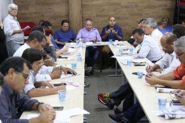 Representantes da CUT, Força Sindical, CTB, UGT, Nova Central, Intersindical, Conlutas e CGTB definiram estratégias para pressionar parlamentares e por greve caso a proposta vá a plenário