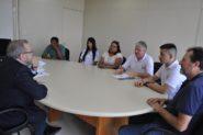 Após serem barrados por seguranças, dirigentes foram recebidos pelo secretário-adjunto da Saúde   Foto: Inara Claro/ Feessers/ Divulgação