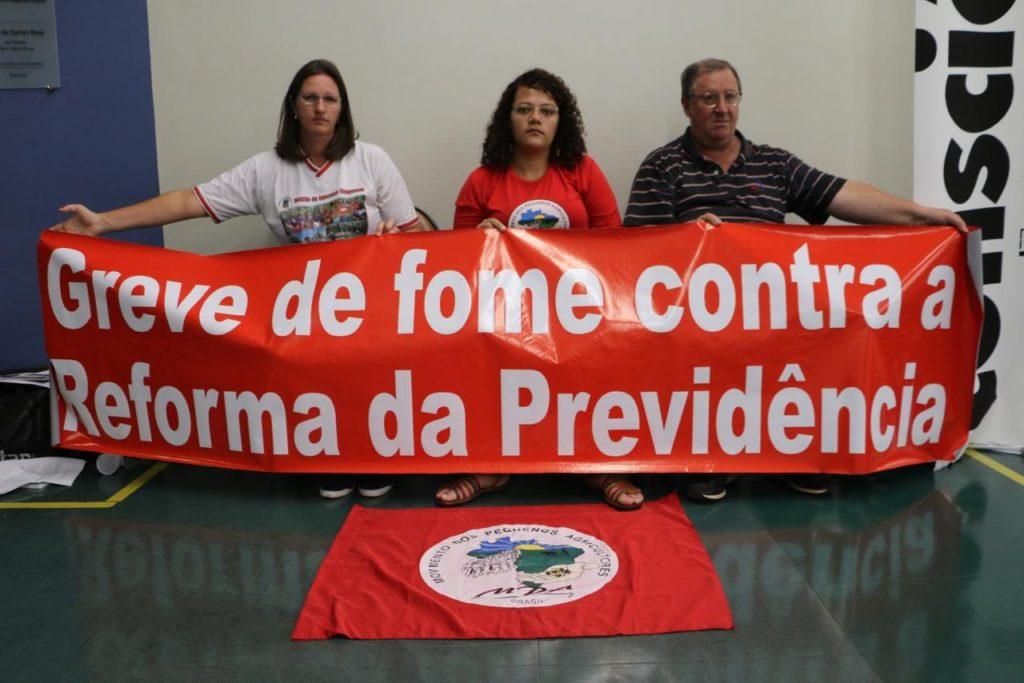 Integrantes do Movimento dos Pequenos Agricultores (MPA) iniciaram no último dia 5 o protesto contra a proposta do governo que tramita na Câmara dos Deputados