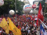 Manifestação ocupou a Praça da República, com pronunciamentos de lideranças   Foto: Marcelo Menna Barreto