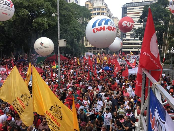 Manifestação ocupou a Praça da República, com pronunciamentos de lideranças