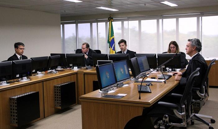 Apelos do ex-presidente Lula à condenação em primeira instância serão julgados na próxima quarta-feira, 22, pelos desembargadores federais Victor Laus (E), Leandro Paulsen ( C ) e João Pedro Gerbran Neto (D), no TRF4 , em Porto Alegre