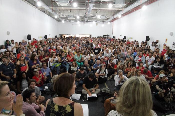 Durante cerca de três horas ocorreram manifestações e foram lidas mensagens enviadas de outros estados e países na atividade que lotou o auditório da Fetrafi