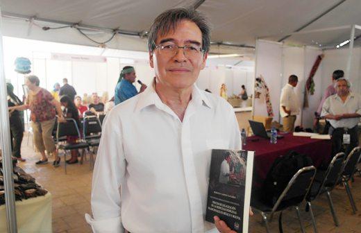 """O médico Roberto Navarro, professor da Universidade Autônoma do México e autor de livro sobre medicina indígena, coordena o projeto """"Prospera"""""""
