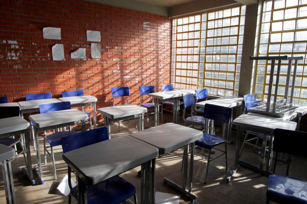 Fechamento de escolas estaduais prejudica mais de 500 famílias em Porto Alegre