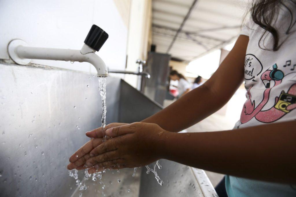 Brasília - Alunos da Escola Classe 29 de Taguatinga participam de atividades do projeto Adasa na Escola. No projeto as crianças aprendem como podem ajudar na preservação da água (Marcelo Camargo/Agência Brasil)
