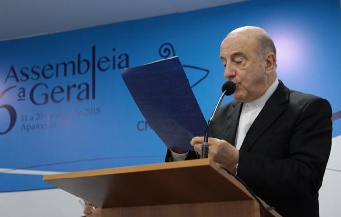 """Krieger, vice-presidente da CNBB, fez a leitura do documento que aponta o país mergulhado em """"grave instabilidade politica, econômica e social"""""""