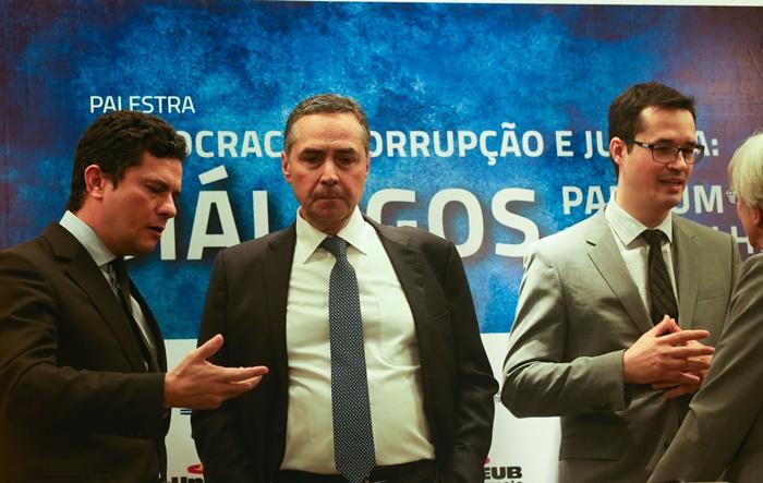 """Midiáticos: o juiz federal Sérgio Moro, o ministro do STF, Luís Roberto Barroso, e o procurador Deltan Dallagnol, aquele do power point, na palestra """"Democracia, Corrupção e Justiça"""", no UniCeub"""