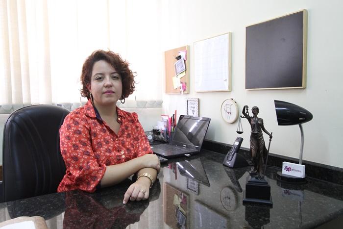 Especialista em direitos das mulheres, a advogada Gabriela Souza aponta maus tratos e ameaças na rede pública