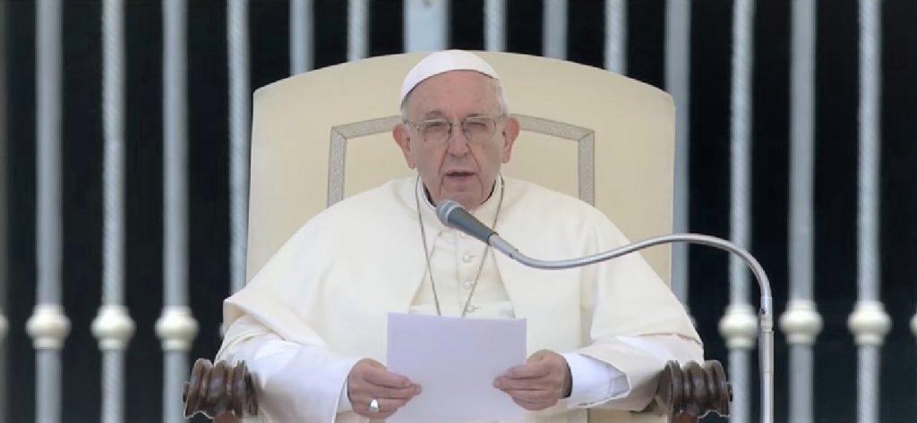 O pontífice sintetiza em uma frase, documento que o Vaticano lançará nesta quinta-feira, 17, criticando a nova ordem econômica mundial