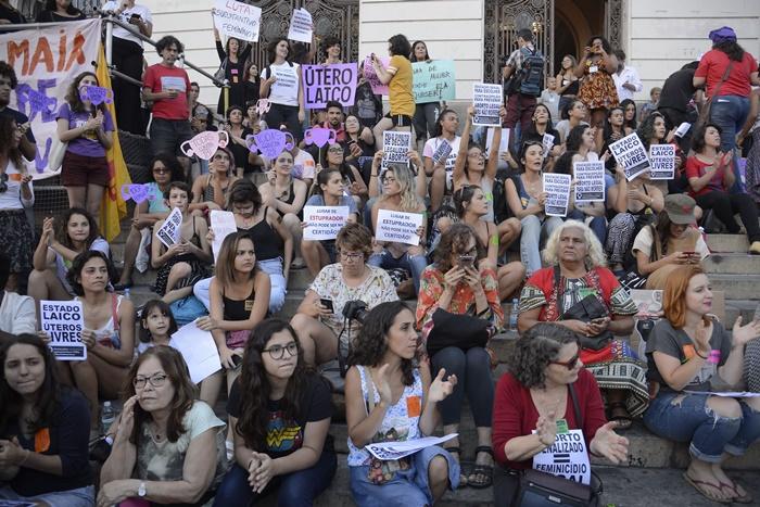 """""""Mesmo de forma clandestina e insegura, as mulheres estão garantindo o direito de escolha"""", diz Kátia Rodrigues, do Coletivo Entre"""