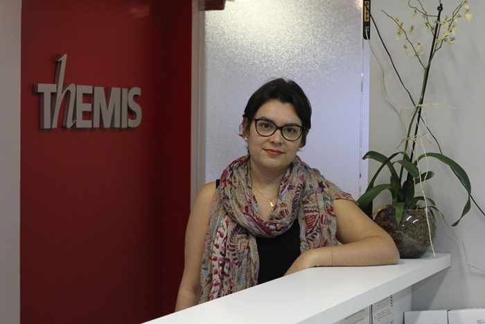Muitas mulheres não se reconhecem como vítimas, porque a violência está dentro de casa, diz a advogada e antropóloga Renata Jardim