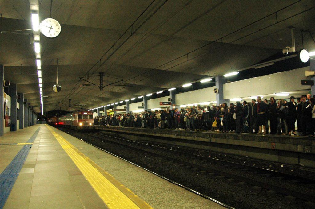 Cada vez mais os usuários sofrem com o sucateamento dos trens, tanto com superlotação em determinados horários, quanto com problemas mecânicos durante as viagens
