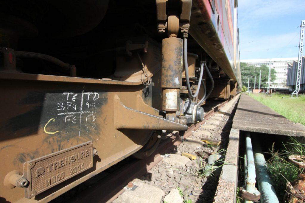 A canibalização se tornou uma prática comum. Trata-se da retirada de peças dos trens parados para manutenção dos que são colocados em uso