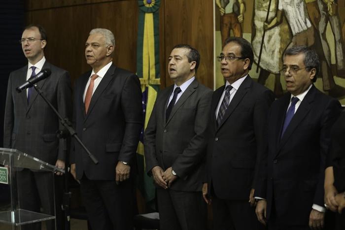 Coordenadas pelo ex-ministro do Trabalho, Ronaldo Nogueira (C) , as Jornadas foram lançadas na Câmara dos Deputados no dia 19