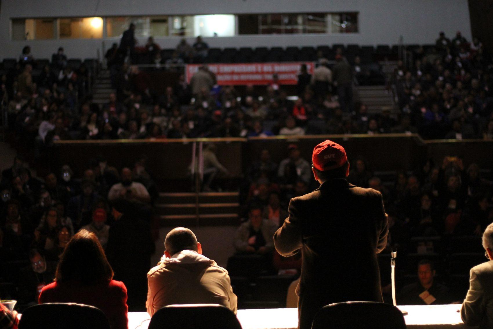 Encontro contou com mais de 500 sindicalistas dos três estados da região Sul, que lotaram o Teatro Dante Barone, na Assembleia Legislativa do RS, em Porto Alegre