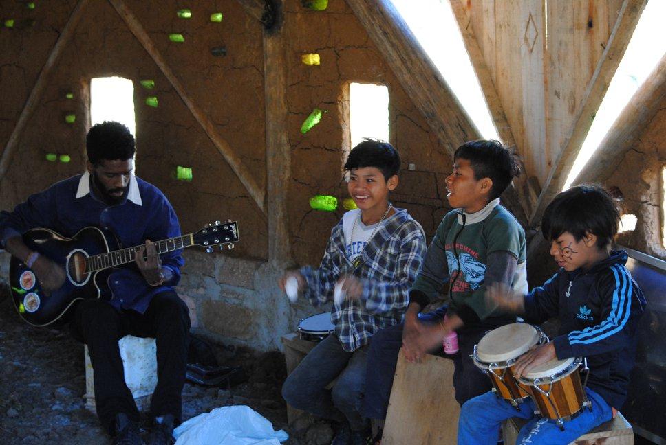 escola indígena autônoma em Maquiné