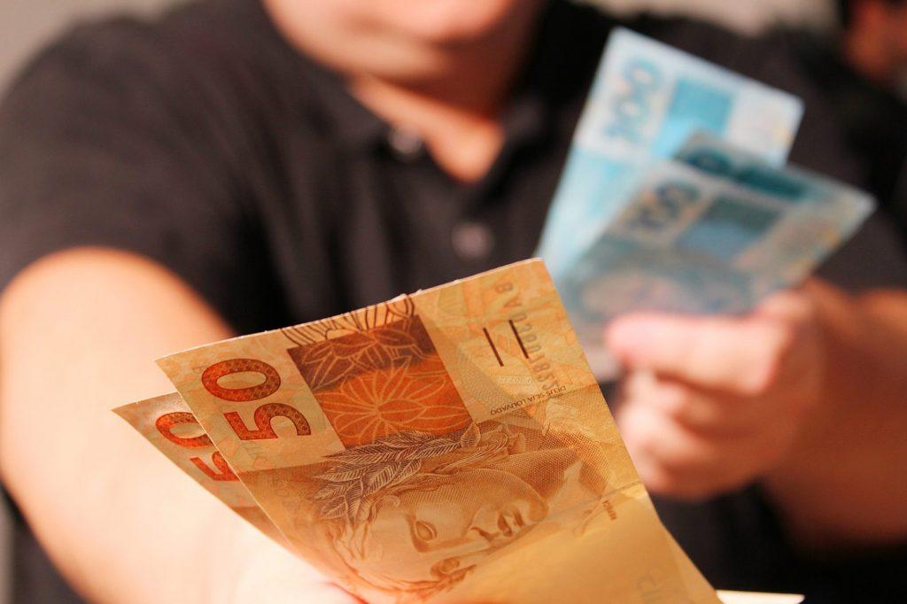 lucro dos bancos dinheiro para poucos_Marcos Santos-USP