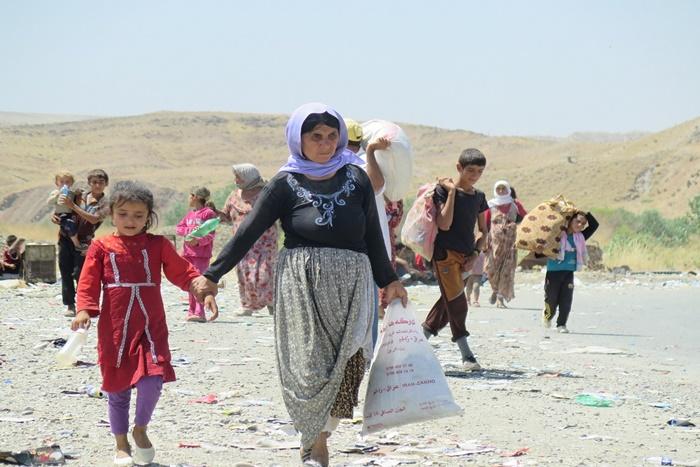 """Massacre do Monte Sinjar: em agosto de 2014, centenas de pessoas foram mortas por ativistas do Estado Islâmico em uma campanha sistemática de """"limpeza étnica"""" no norte do Iraque. Cerca de 100 mil yazidis (foto) foram liberadas num corredor humano liderado por Shingali em marcha até Rojava, na Síria"""