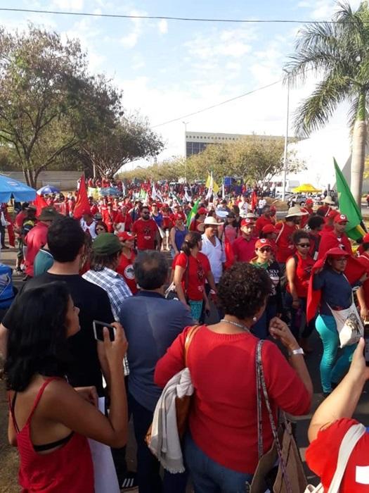 MST e movimentos sociais marcham em direção ao TSE para fazer ato público em apoio ao registro da candidatura de Lula