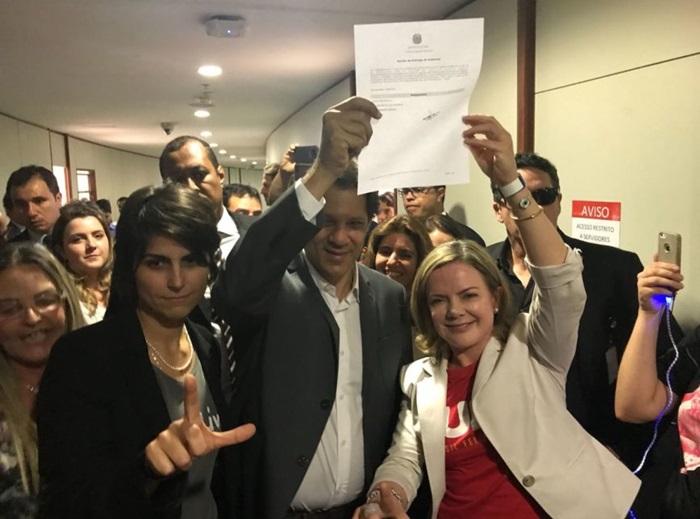 No TSE, Manuela D'ávila (PC do B), Fernando Haddad e Gleisi Hoffmann, presidente do PT