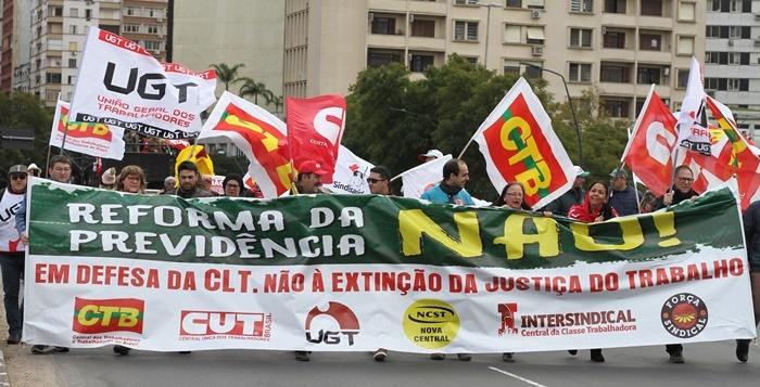 Dia do Basta em Porto Alegre mobilizou centrais sindicais, sindicatos e trabalhadores contra iniciativas de governos lesivas aos direitos