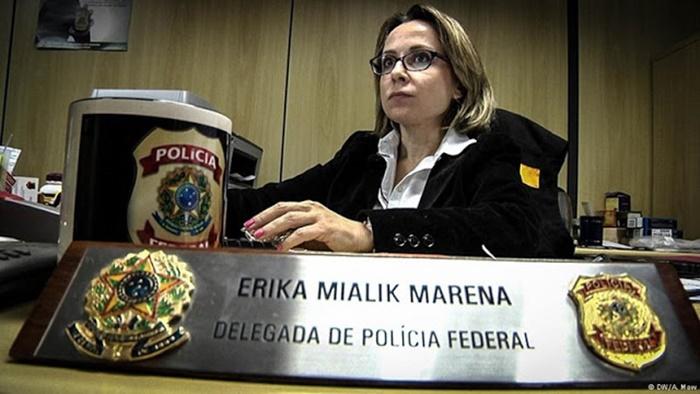 A delegada que estava à frente da operação que levou o ex-reitor à morte em 2017 agora monitora professores da UFSC