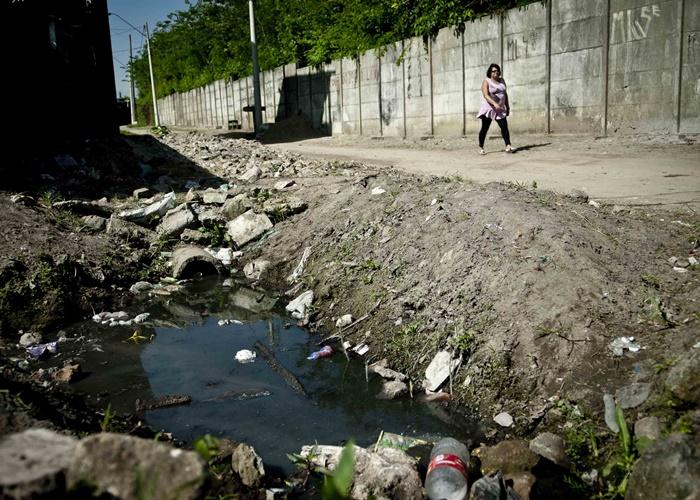 Quase metade da população brasileira não tem acesso ao saneamento básico
