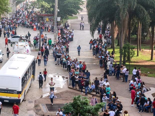 Trabalhadores disputam 7 mil vagas ofertadas na 2ª Semana do Trabalho, Emprego e Renda, organizada pela Prefeitura de São Paulo, no Vale do Anhangabaú