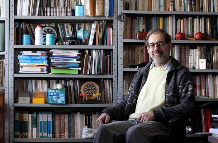 """""""O modelo aplicado no Brasil é aquele em que acaba o patrimônio e a dívida aumenta"""", critica González, da Ufrgs"""