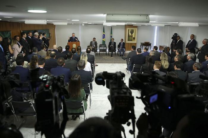 A pretexto de modernizar o saneamento, medida provisória assinada em julho por Temer mira na privatização do setor