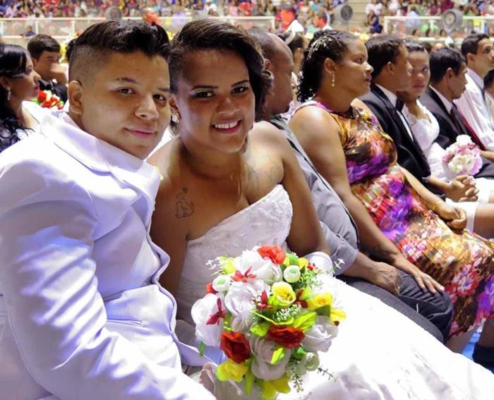 Emanuele Vitorino e Elaine Dalacosta formam a primeira união homoafetiva celebrada pelo Casamento Social – Edição Cuiabá, realizado em 2016 pela secretaria de Trabalho e Assistência Social (Setas) em parceria com o Núcleo de Ações Voluntárias (NAV) do governo do Mato Grosso