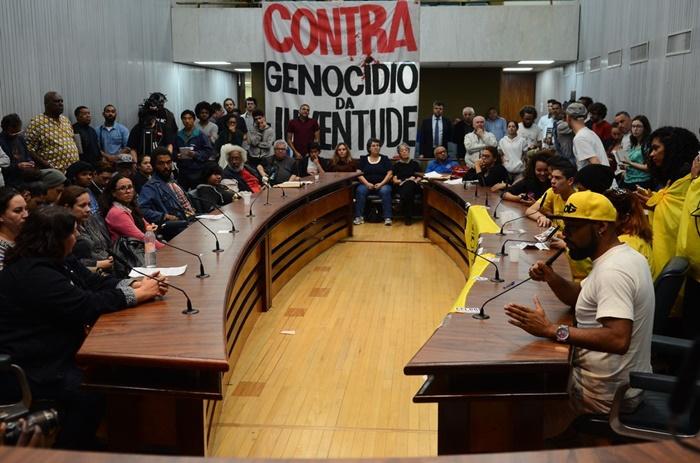Ato contra o genocídio da juventude negra promovido por representantes de movimentos sociais, na Alesp, em 2016