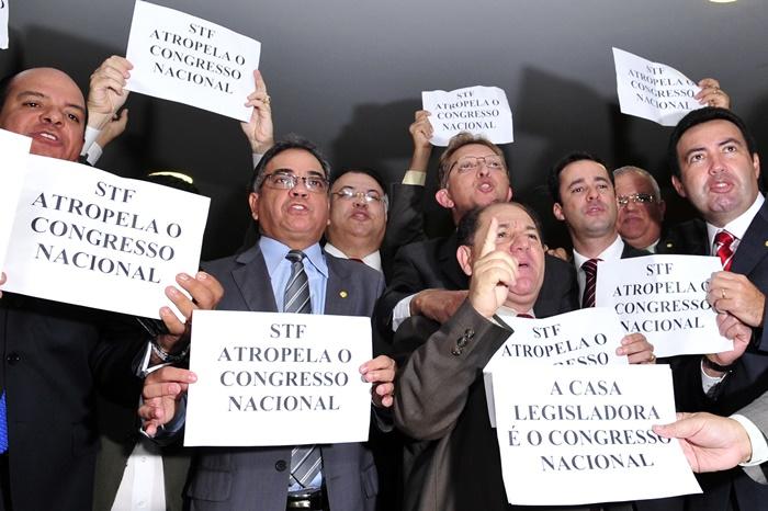 Parlamentares da Frente Evangélica protestam na Câmara dos Deputados contra a decisão do Supremo Tribunal Federal (STF), em 2011, favorável à união civil entre casais homossexuais