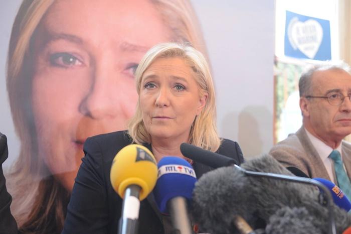 Marine Le Pen, que lidera extrema-direita na França com a Frente Nacional, repele o candidato do PSL