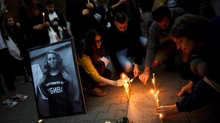 Homenagem à jornalista búlgara Viktoria Marinova, assassinada depois de denunciar um esquema de corrupção no governo, integrado por forças extremistas