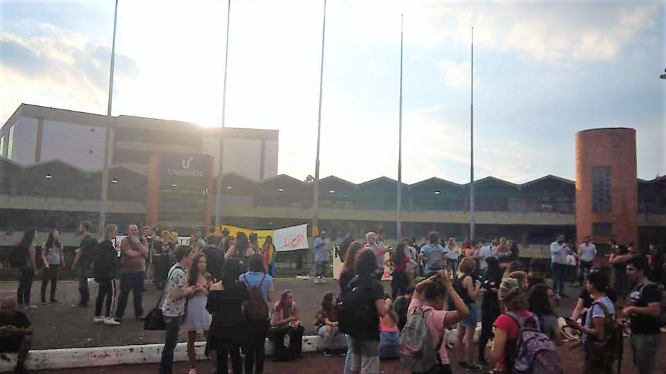 Estudantes realizam ato na Unisinos apesar de recomendação contrária do MPE
