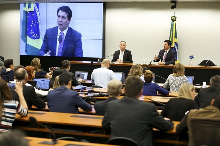 Em fevereiro, o então líder do governo na Câmara, Aguinaldo Ribeiro, e o relator da reforma da previdência, Arthur Maia, apresentaram novo texto da proposta, que será rejeitado pelo governo eleito