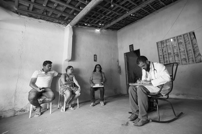 Ao todo, 8.332 médicos cubanos atuavam em 2.857 municípios – 35% deles em localidades de difícil acesso onde 20% da população vive em situação de extrema pobreza