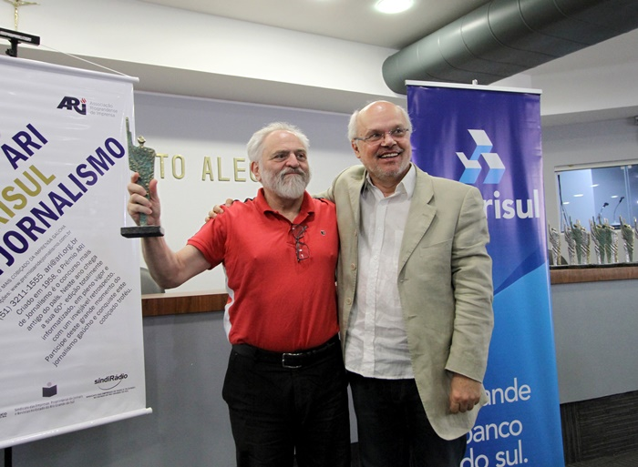 """Edgar Vasques recebeu de SchrôderPrêmio Antônio Gonzalez de Contribuição à Imprensa: """"antiguidade também é posto"""""""
