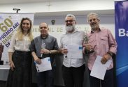 Tacho, Gilmar e Santiago, premiados na categoria Charge | Foto: Igor Sperotto