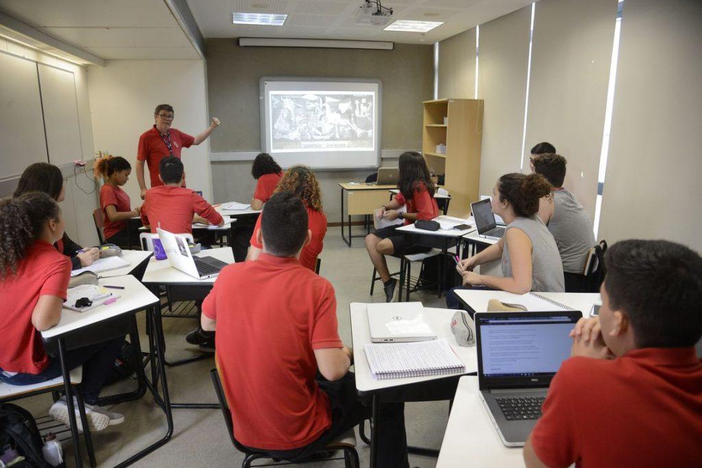 Nova base curricular do ensino médio deverá ser implementada até 2020