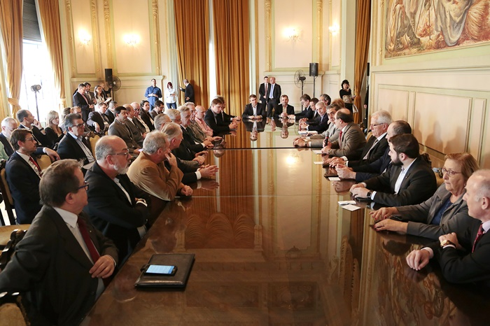 No final de 2017, governador reuniu a base aliada na Assembleia Legislativa e a bancada federal gaúcha para anunciar a oferta de ações do Banrisul e adesão do estado ao Regime de Recuperação Fiscal