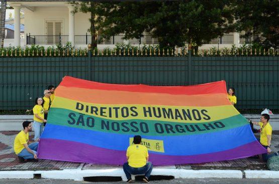 Ato da Anistia Internacional contra violações de direitos humanos cometidas contra pessoas LGBT: De janeiro a setembro de 2018, foram assassinadas 369 pessoas trans no mundo, quase metade delas no Brasil