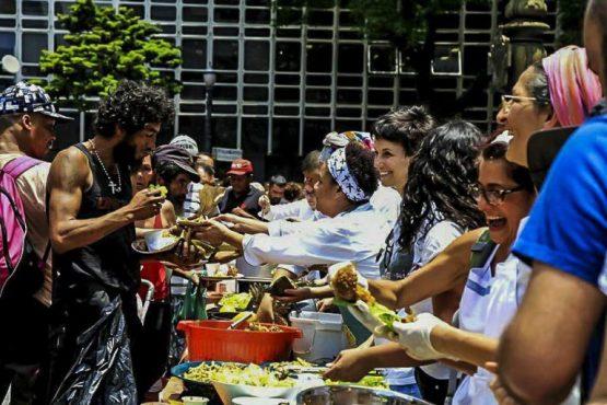 Banquetaço contra extinção do Consea | Foto: Facebook/ Sâmia Bomfim/ Reprodução