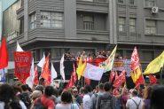 Ato organizado pelas centrais sindicais na Esquina Democrática, centro de Porto Alegre, denunciou que não há déficit nas contas da Seguridade Social | Foto: Igor Sperotto