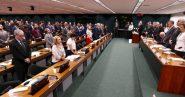 O presidente da Vale, Fábio Schvartsman, foi o único a permanecer sentado quando todo o plenário da Comissão Externa de Brumadinho fez um minuto de silêncio em memória das vítimas do crime de sua empresa | Foto: Lula Marques
