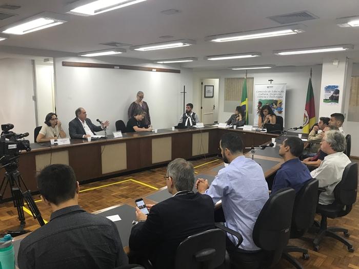 Audiência na Comissão de Educação discutiu constantes atrasos salariais, não pagamento de verbas rescisórias , entre outros problemas