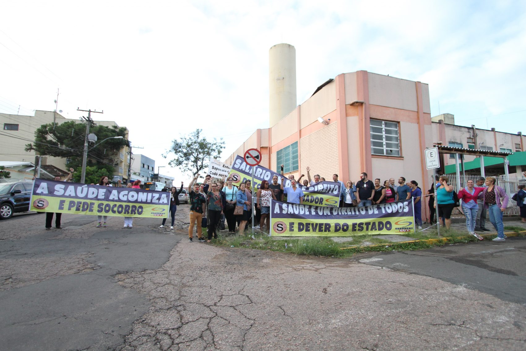 Em Sapucaia, servidores do HGV protestaram contra atrasos de até dois meses no pagamento dos salários