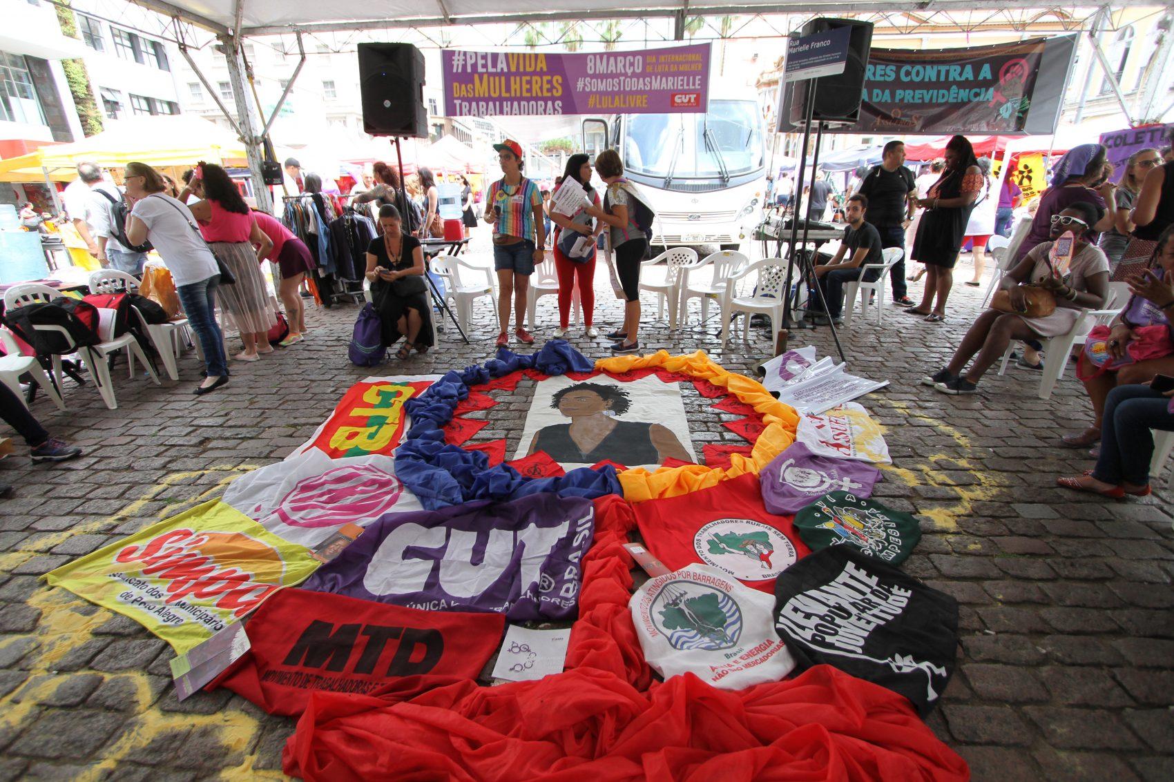 Concentração iniciou por volta das 7h30min no Largo Glênio Peres